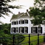 't Hof te Bergen. https://commons.wikimedia.org/wiki/File:Bergen-voor.jpg
